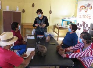 """Integrantes del taller de greda de """"ElToro"""" se capacitan gracias a un proyecto CAT"""